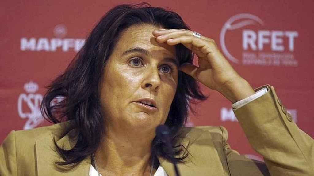 Conchita Martínez durante una rueda de prensa como capitana del equipo de Copa Davis.