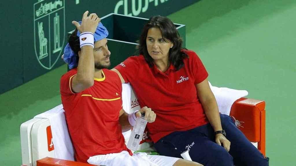 Conchita, durante un partido de Davis con Feliciano López.