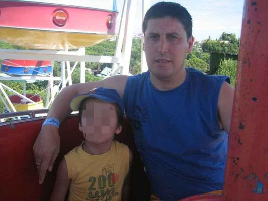 Emiliano, natural de Badajoz, denuncia el secuestro parental de su hijo por parte de su exmujer.