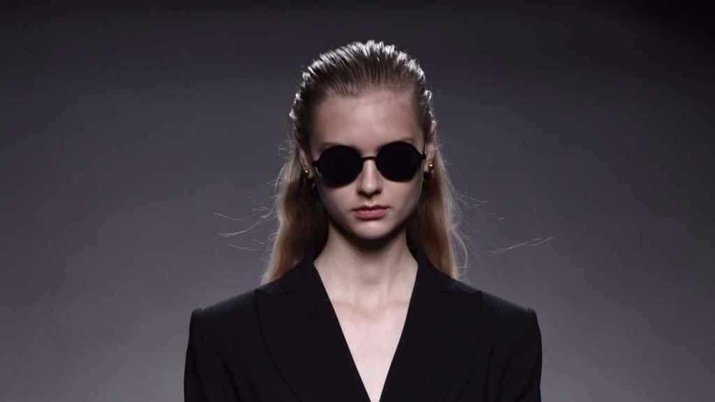 Las gafas de sol son, para Torretta, un imprescindible. | Foto: GTRES.