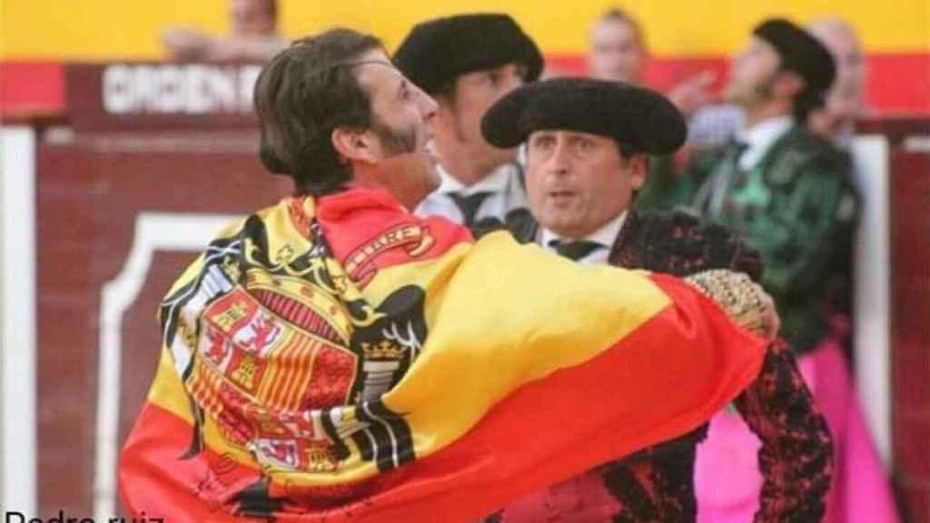 Padilla con la bandera franquista.