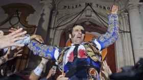 Padilla, a hombros por la Puerta del Príncipe, hace un año