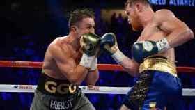 Momento del combate entre Álvarez (izquierda) y Golovkin (derecha).