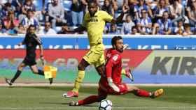 Cedric Bakambu al marcar uno de sus dos goles contra el Alavés.