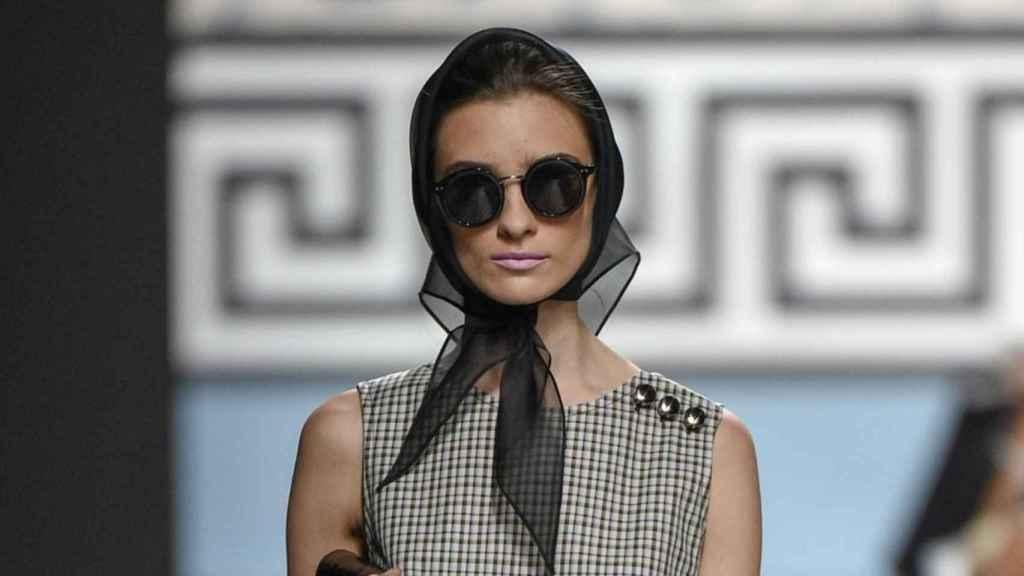 Gafas XL y pañuelos al más puro estilo Hollywood. | Foto: GTRES.