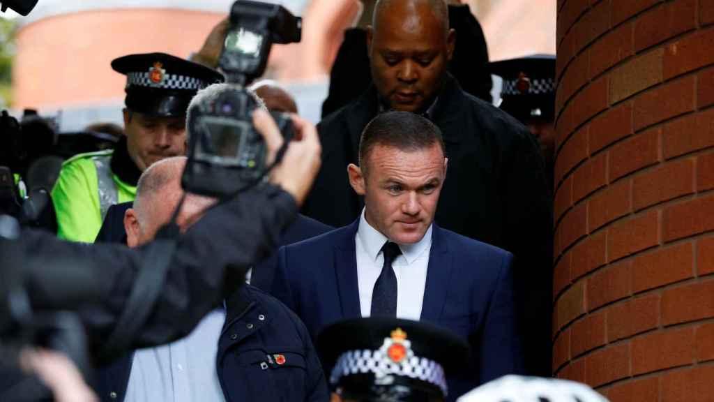 Wayne Rooney a su salida de los juzgados este lunes.