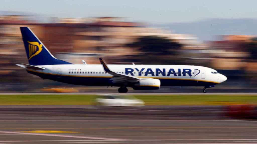 Un avión de Ryanair aterriza en Roma.