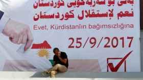 Un cartel del referéndum de independencia del Kurdistán en Kirkuk.