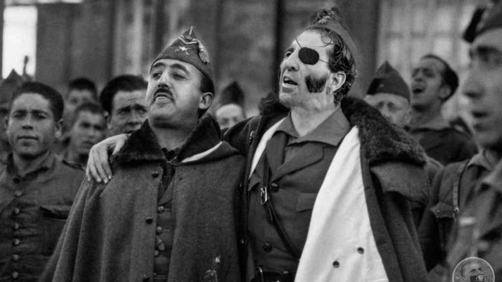 Fotomontaje que sustituye a José Millán Astray por Padilla, colocándolo junto a Franco