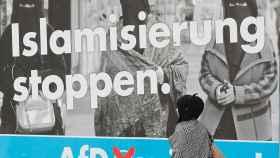 Un cartel xenófobo de los ultraderechistas de AfD.