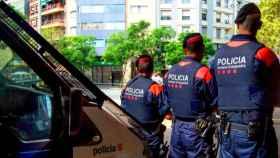 Varios mossos d'Esquadra durante un operativo policial.