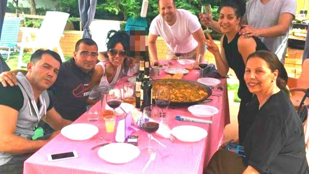 El clan Salazar en una comida en familia.