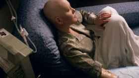 Una paciente se somete a un tratamiento de quimioterapia.