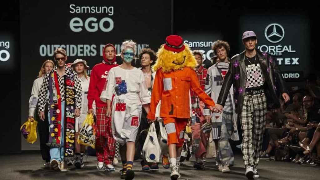 Desfile de Outsiders Division, firma ganadora del Mercedes-Benz Fashion Talent.