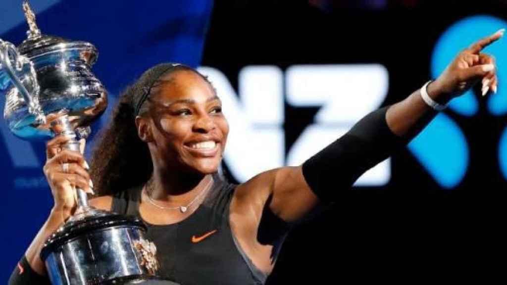 Serena Williams celebra un título.
