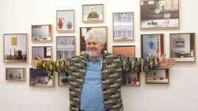 Pedro Almodóvar en la exposición.