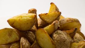 Un montón de patatas cocidas dispuestas para ser ingeridas como si no hubiera un mañana.