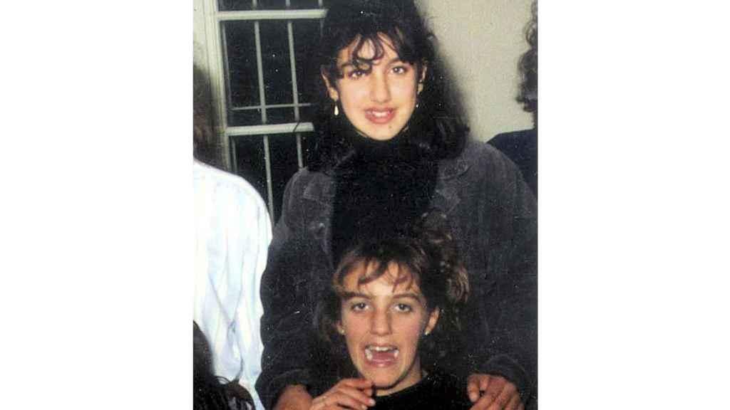 Manuela, arriba, tenía 13 años cuando desapareció. Virginia, abajo, tenía 14.