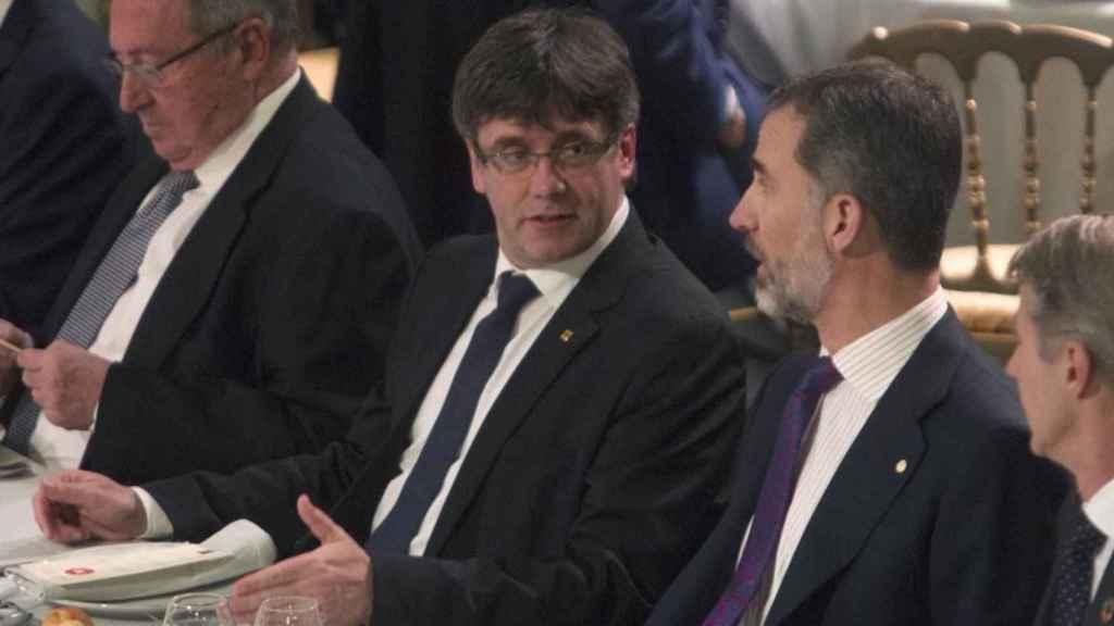 Carles Puigdemont y Felipe VI en el último World Mobile de Barcelona.