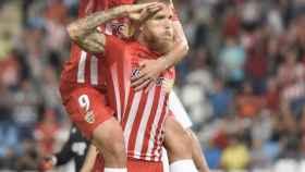 Jorge Morcillo, jugador del Almería, celebra su gol con el saludo militar.