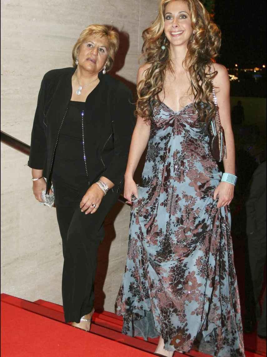 Carmen Bazán y su hija, Carmen Janeiro.