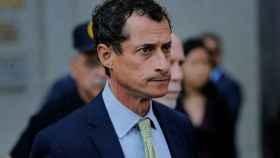 Anthony Weiner, a la salida del tribunal.