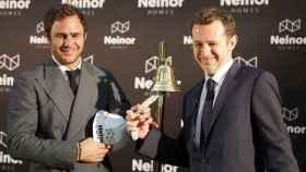 A la izquierda, el argentino Juan Pepa, junto a Juan Velayos, consejero delegado de Neinor.