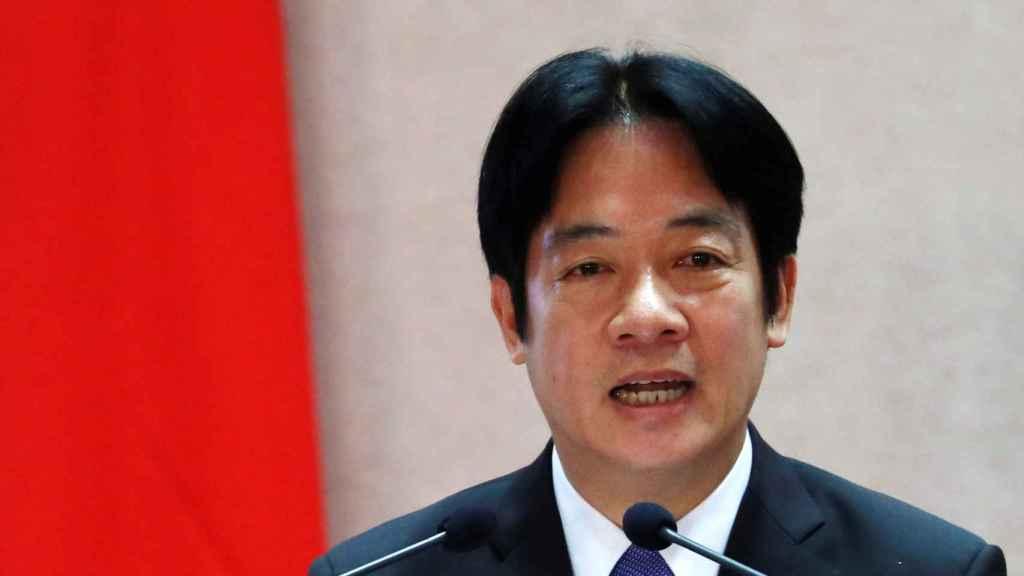 El primer ministro habla durante la ceremonia de transición del gabinete de Taipei.