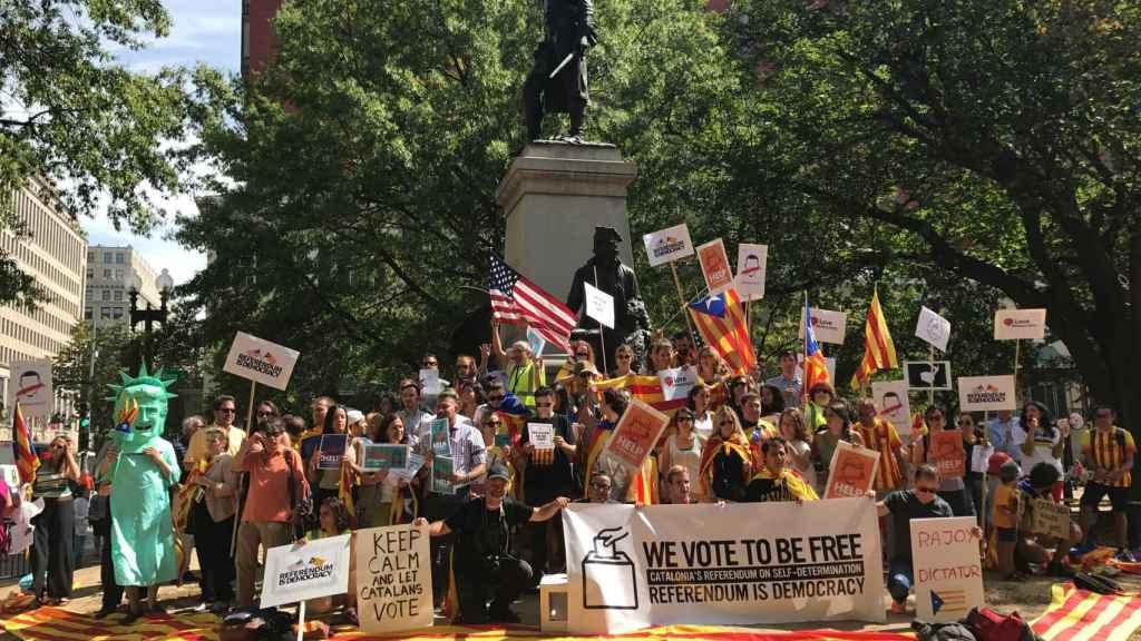 Los manifestantes frente a la Casa Blanca.
