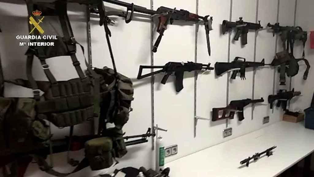 Las armas incautadas por la Guardia Civil en los registros de Marbella.