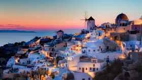 Santorini es uno de los principales destinos turísticos de Europa.