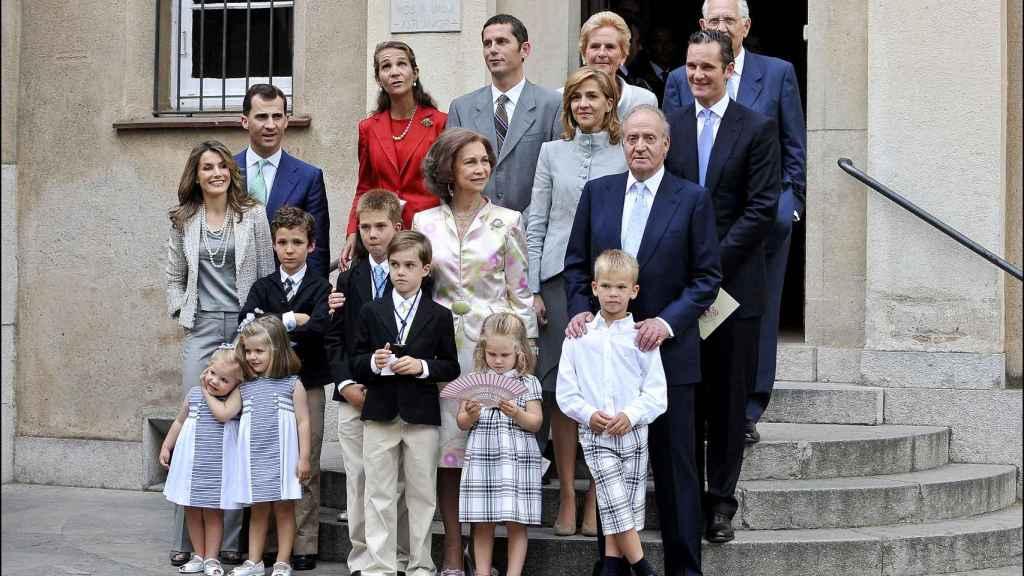 La Familia Real, durante la Primera Comunión de Juan Urdangarin.
