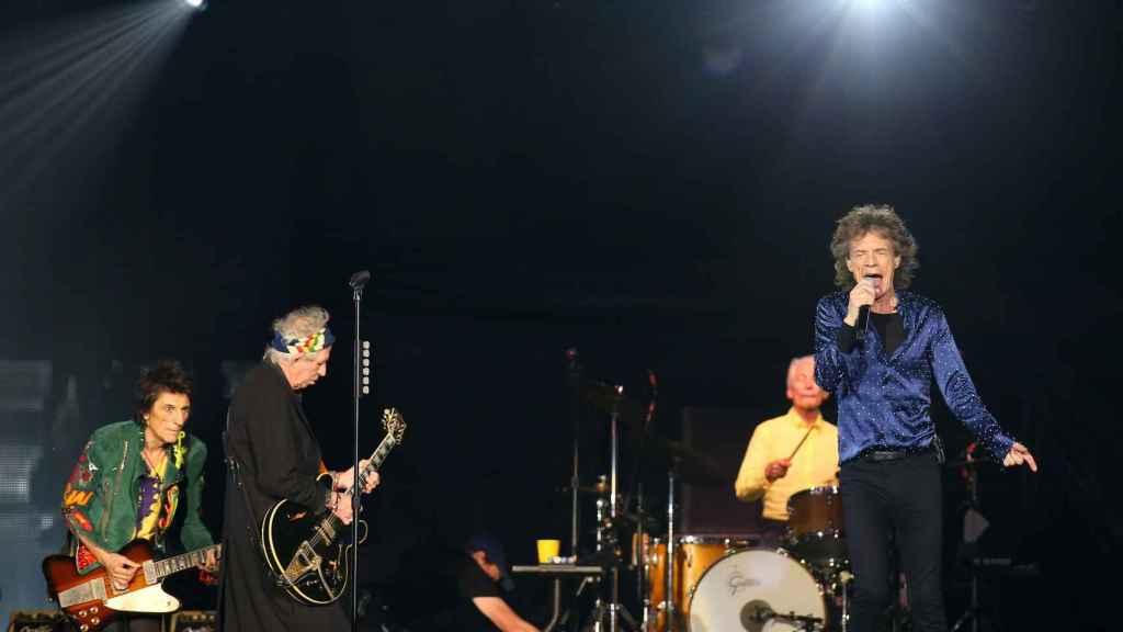 Los Stones durante el concierto ofrecido anoche en Barcelona.
