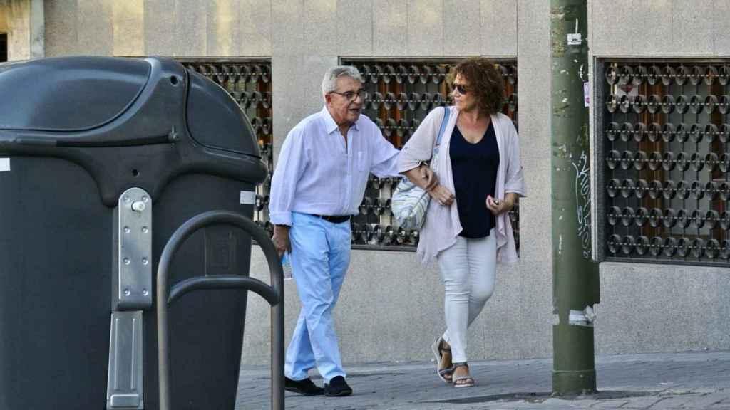 Andrés Pajares necesita ayuda para caminar.