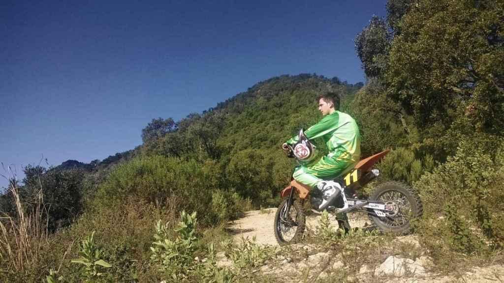 Marc tenía una gran afición a montar en su motocicleta de trial.