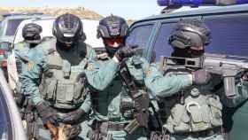 Miembros del Grupo de Acción Rápida de la Guardia Civil, en plena operación