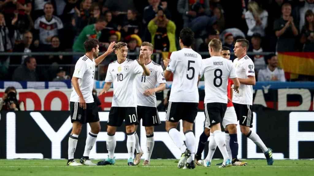 Piña de la selección alemana. Foto: Twitter (@DFB_Team).