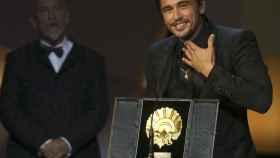 El director y actor James Franco con la Concha de Oro.
