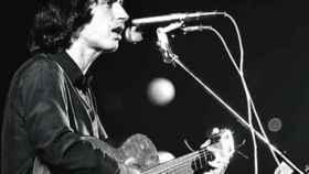 Lluís Llach en concierto, en 1976, en el Palau dels Esports de Barcelona.