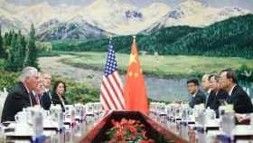 Reunión en Pekín entre la delegación estadounidense, comandada por Tillerson, y ministros chinos.