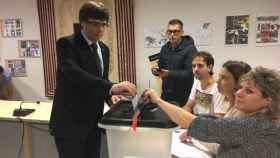 Puigdemont vota en el referéndum de independencia de Cataluña 1-O