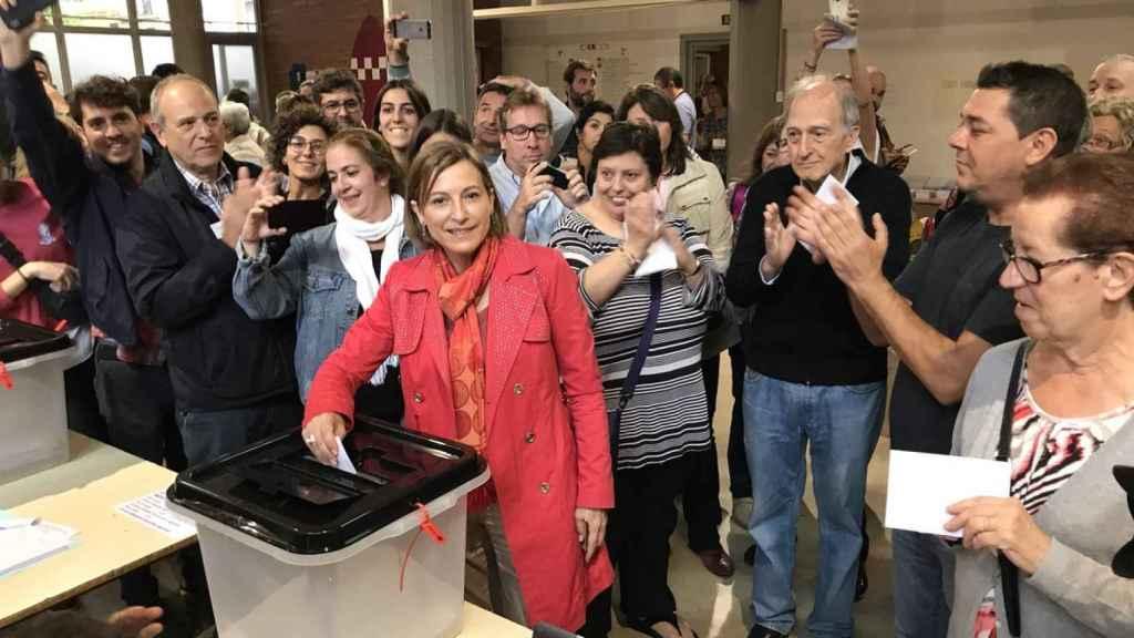 Carme Forcadell, votando en Sabadell.