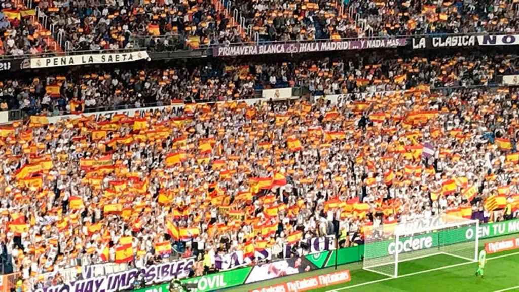 El Santiago Bernabéu se inunda de bandera españolas