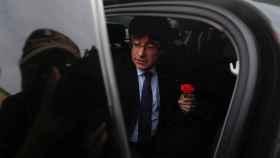 Carles Puigdemont, llegando al colegio donde tenía que haber votado.