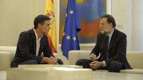 Sánchez y Rajoy reunidos en Moncloa.