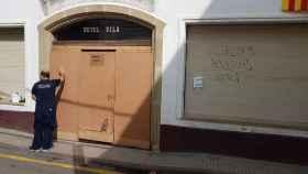 El Hotel Vila de Calella, municipio costero de la provincia de Barcelona, cerrado esta mañana