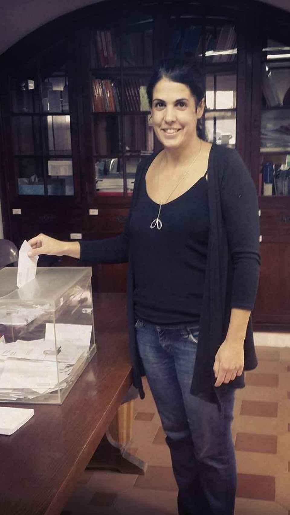 Marta participando en las elecciones catalanas de 2015.