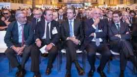 De izquierda a derecha, el secretario de Estado de Infraestructuras, Julio Pomar; el presidente de la Asociación Valenciana de Empresarios, Vicento Boluda; el ministro de Fomento, Íñigo de la Serna; el presidente de Mercadona, Juan Roig, y el presidente de Bankia, José Ignacio Goirigolzarri.