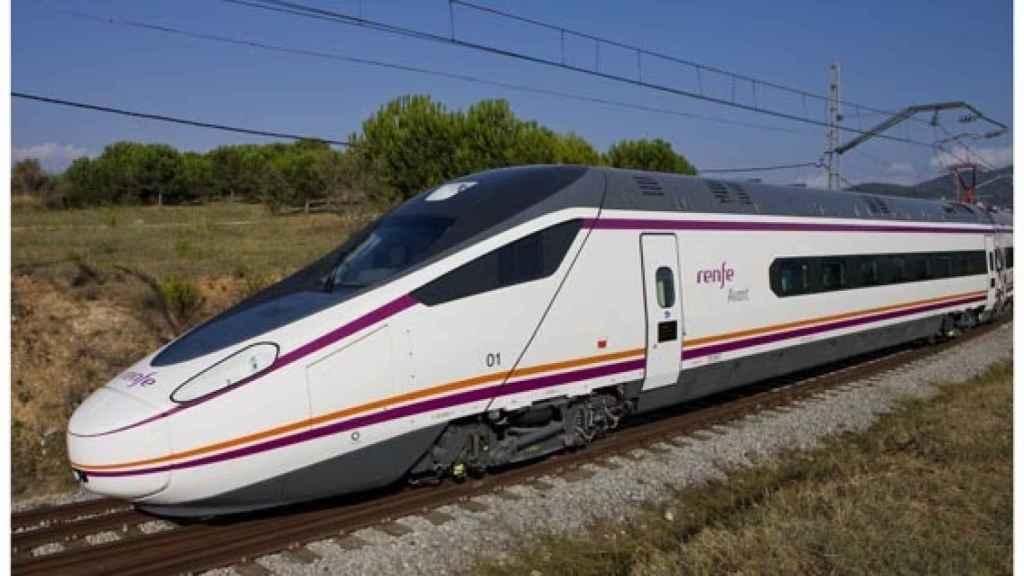 Serie S114 de Avant. Cubre actualmente la ruta entre Madrid, Segovia y Valladolid