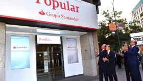 La impronta del Banco Santander se aprecia ya en las sucursales del Popular.